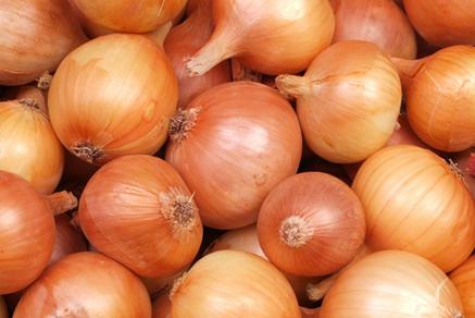 Versatilidade da cebola traz benefícios à culinária e, principalmente, à saúde